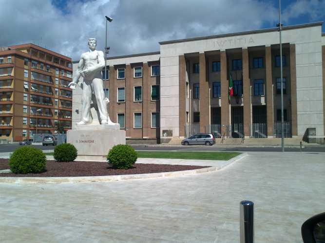 Piazza-del-tribunale-con-seminatore