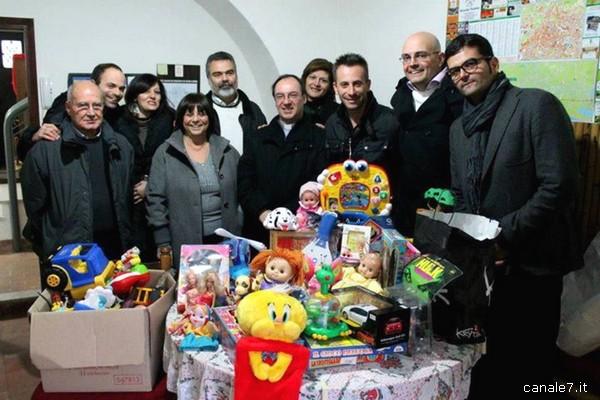 consegna giocattoli 2012 (x evento Natale in Festa 2013)_comp