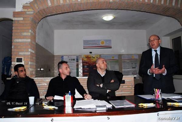 Giuseppe Simeone nella sede dei 'giovani con futuro'_comp