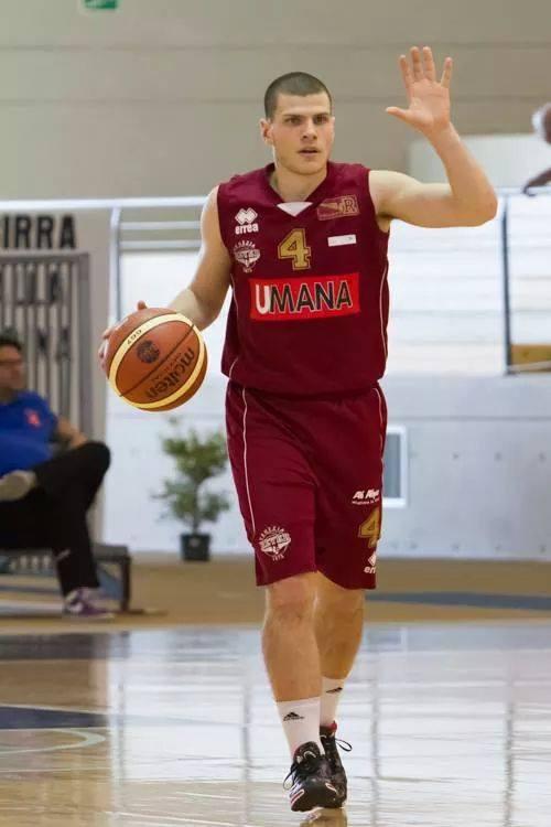 Basket DNB. Primo colpo Virtus, da Venezia arriva Mihalich