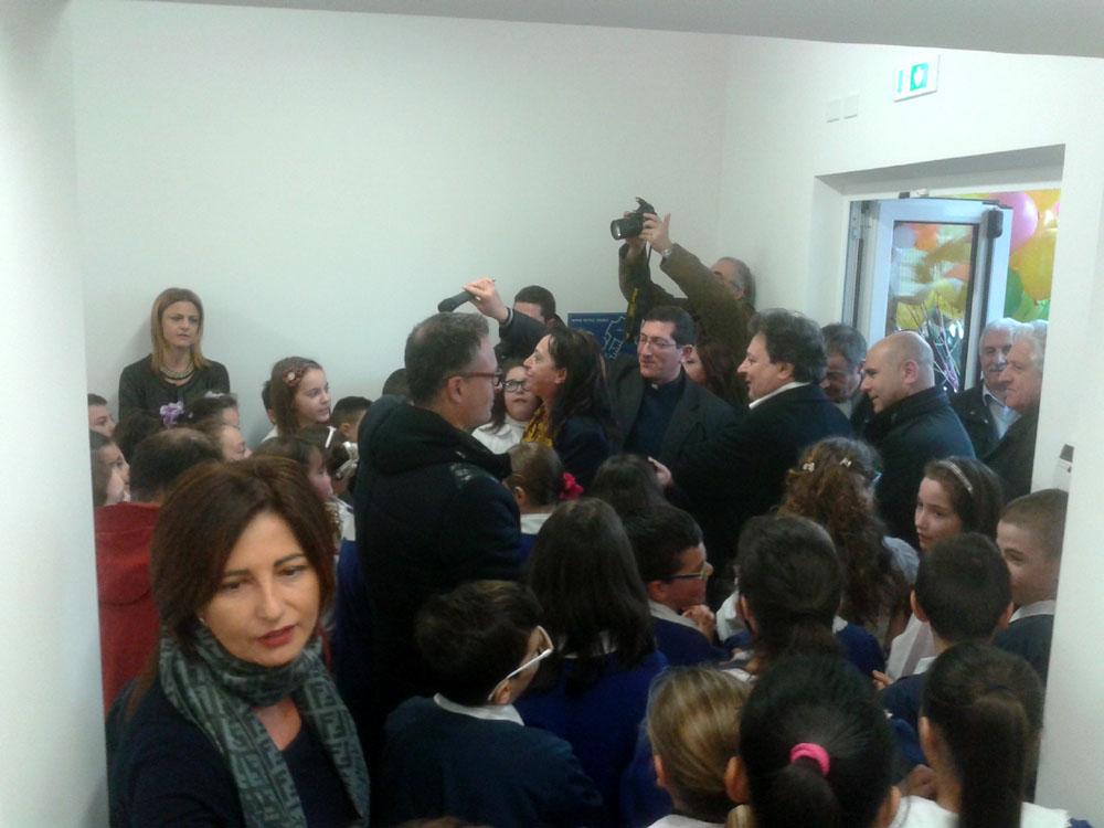 inaugurazione scuola plus portone della corte (gonzaga)