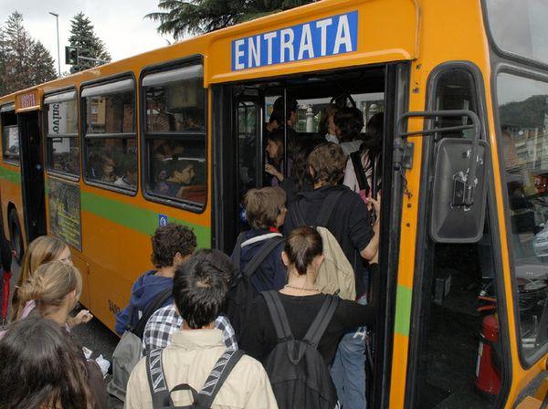 1399558736165_studenti-autobus