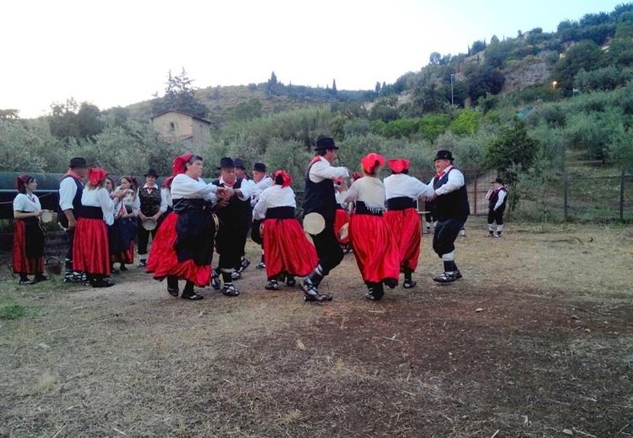 Balli popolari nella sughereta