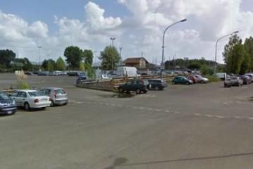 Monte San Biagio, strisce blu al parcheggio adiacente la stazione