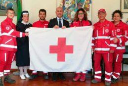 Esposta in Comune bandiera della Croce Rossa Italiana – Domenica 14 Maggio 2017 manifestazione C.R.I. nel Teatro all'aperto di piazza Alcide De Gasperi