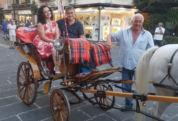 In giro per Sorrento,cantando in carrozza