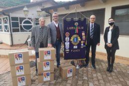 Il Lions Club Fondi dona 50 pacchi alimentari alle famiglie più bisognose