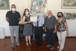 Fondi, il sindaco consegna un riconoscimento simbolico alla poetessa fondana Sara D'Aniello