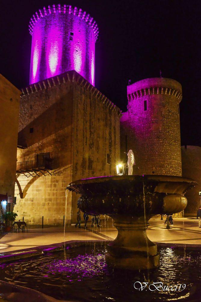 Castello illuminato di rosa foto vincenzo bucci